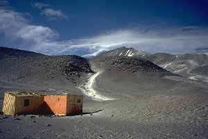 The lower hut at Ojos del Salado