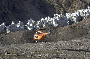 Helicopter leaves base camp Moskvin